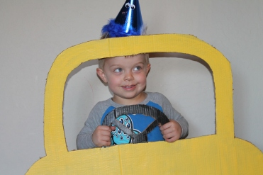 Too cute photo prop at your car or Go Dog Go party!